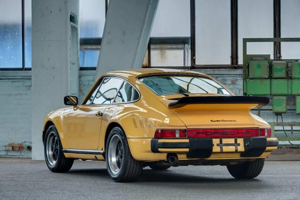 Porsche 911 Turbo (930) 3.0
